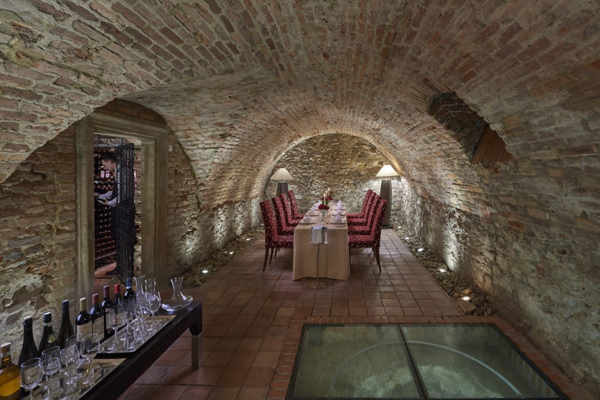 prague-15-fine-dining-wine-cellar-04