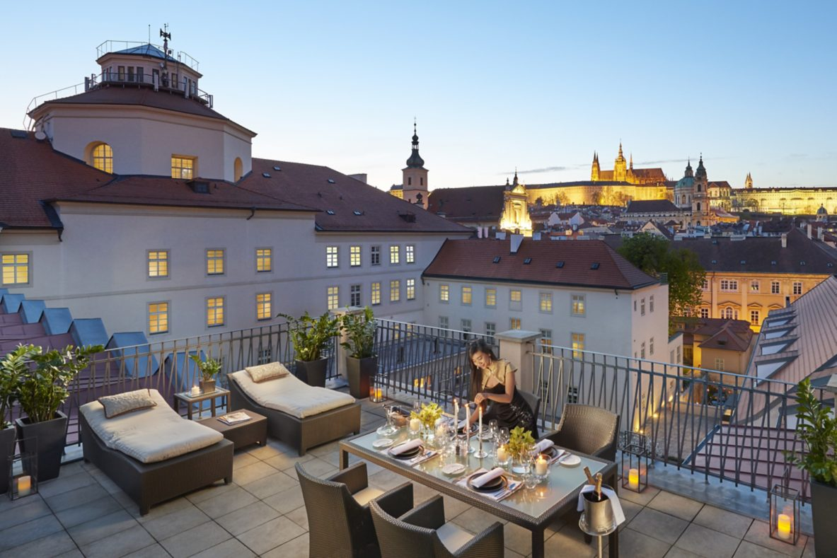 prague-15-suite-presidential-terrace-dusk-01