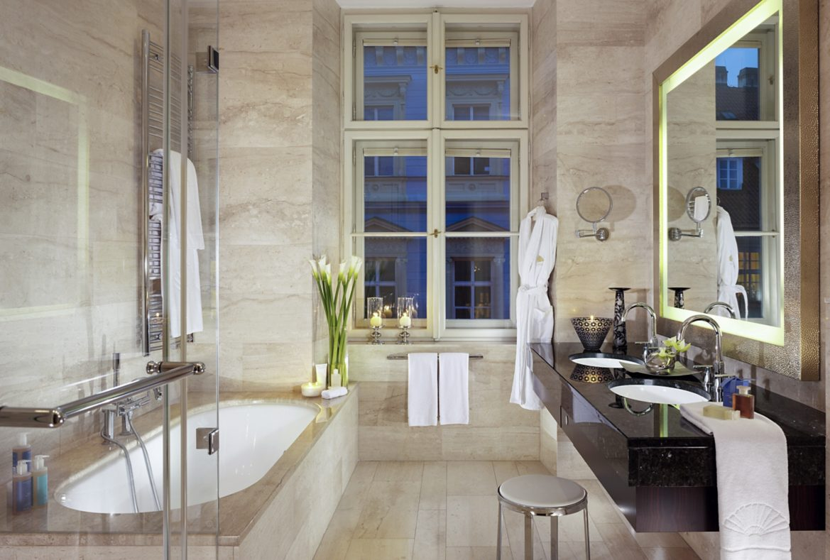 prague-suite-deluxe-suite-bathroom-01